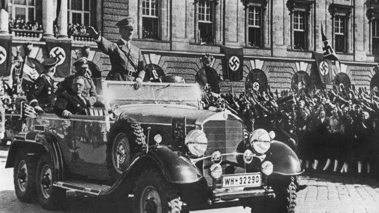 Фото 6. В 1938 г. Гитлер вернулся в Вену, в которой жил в дешевой комнатушке, триумфатором и строителем того самого государства всех немцев.jpg