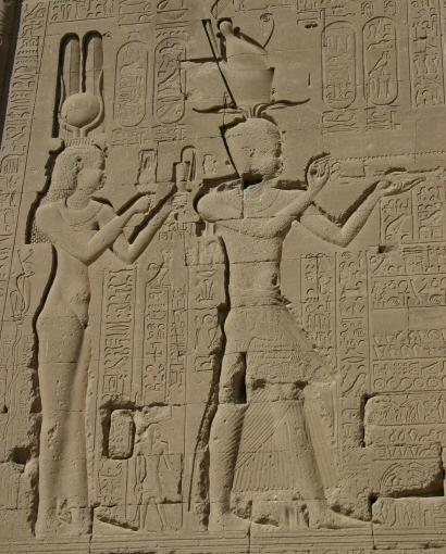 фото 2 Изображение Клеопатры и Цезариона в храме Хатхор в Египте.jpg