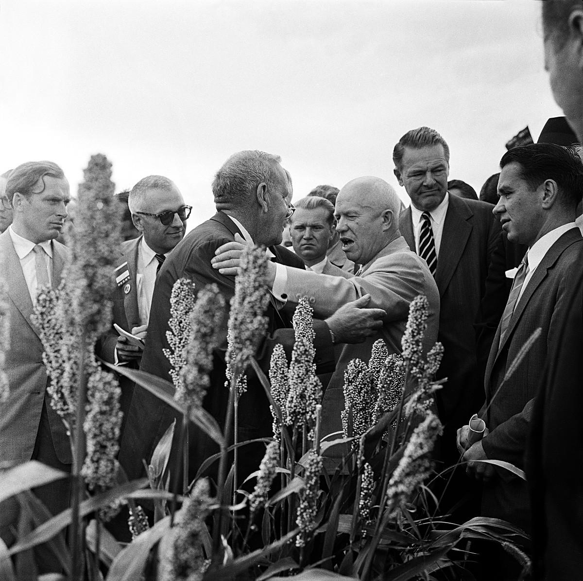 Хрущёв и американский фермер Росуэлл Гарст.