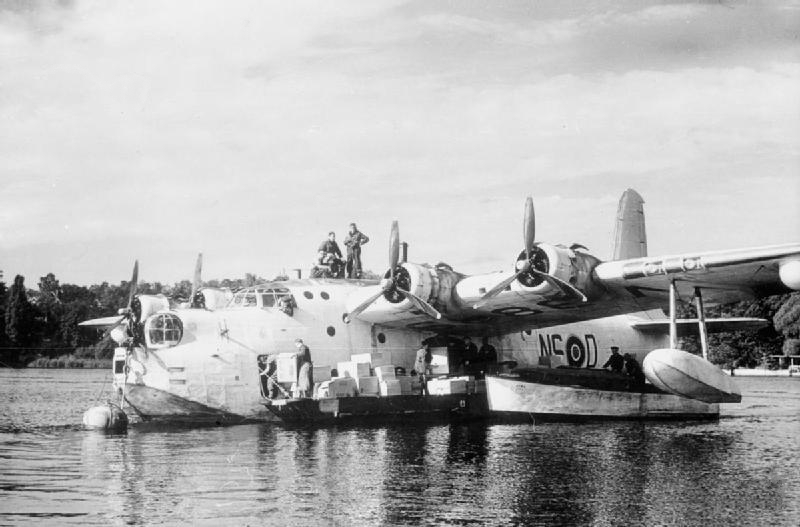 Sunderland_201_Sqn_on_Havel_during_Berlin_Airlift_1948.jpg