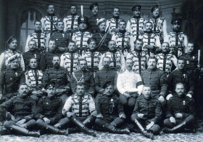 Сослуживцы Булатовича по Гусарскому полку, 1895.
