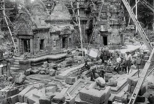 Восстановление храма Бантей Срей, 1924 год. <br>