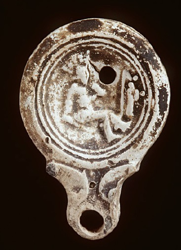 Лампа с изображением гладиатора.