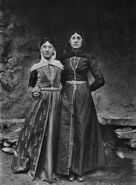 Armenian c.1900... so I guess if I was born like a bit over 100 years ago this would be my style.jpg