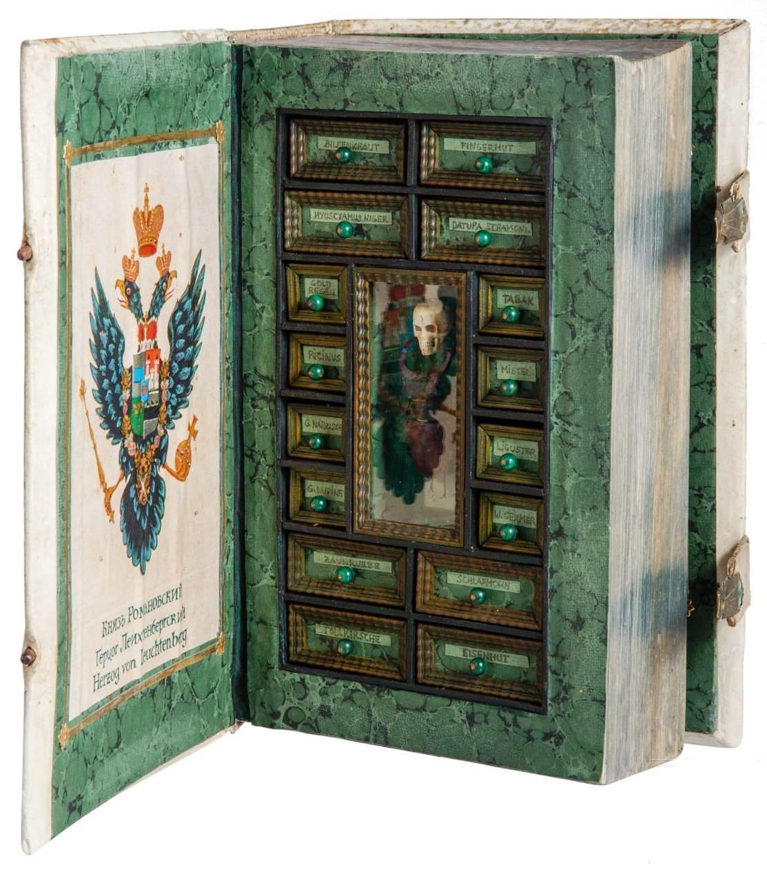 Секретный шкафчик с ядами вформе книги, 17-й в.