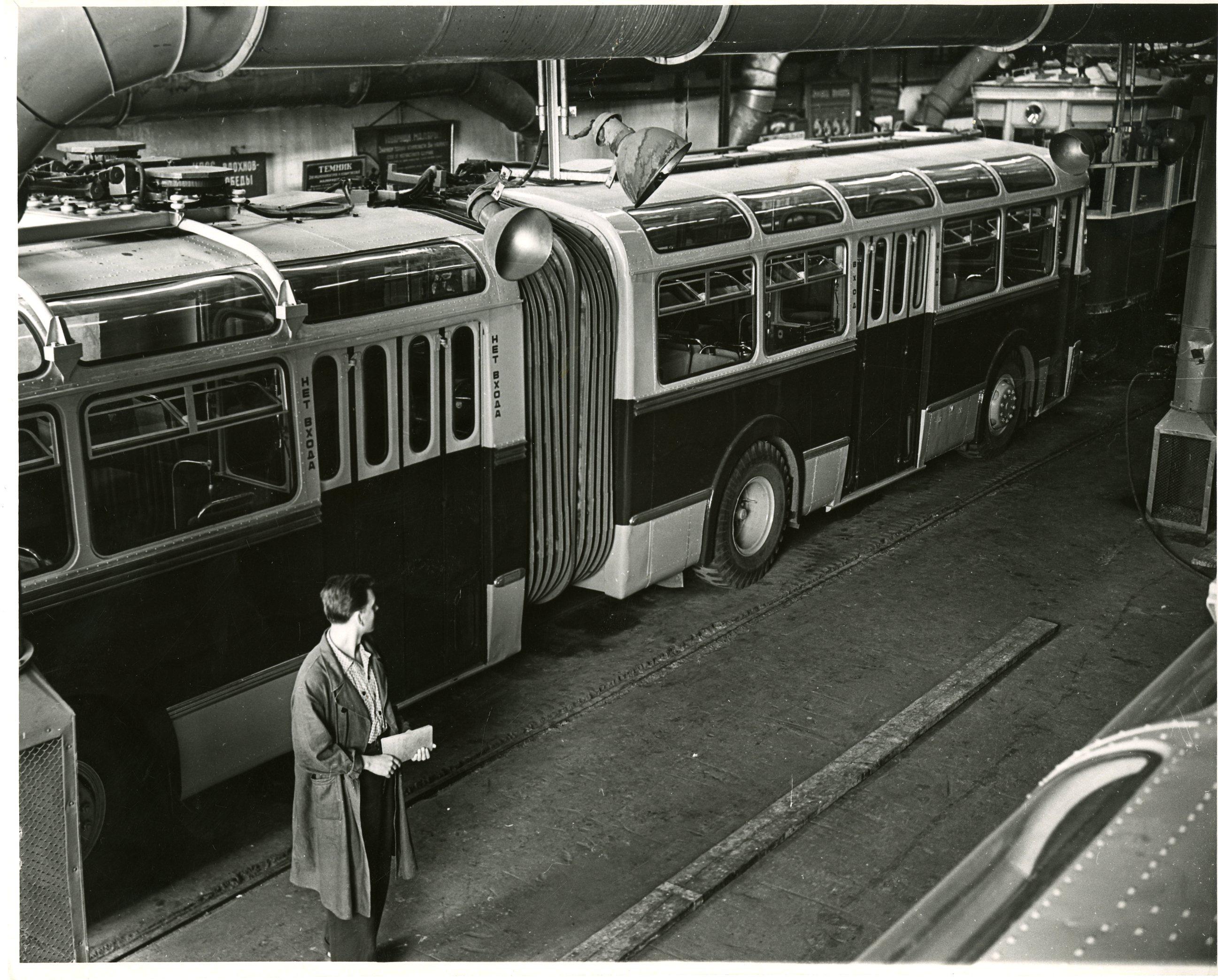 Валентин Кунов «Сокольнический вагоноремонтный завод закончил испытание первого сочлененного троллейбуса ТС-1», 22 августа1959 г.