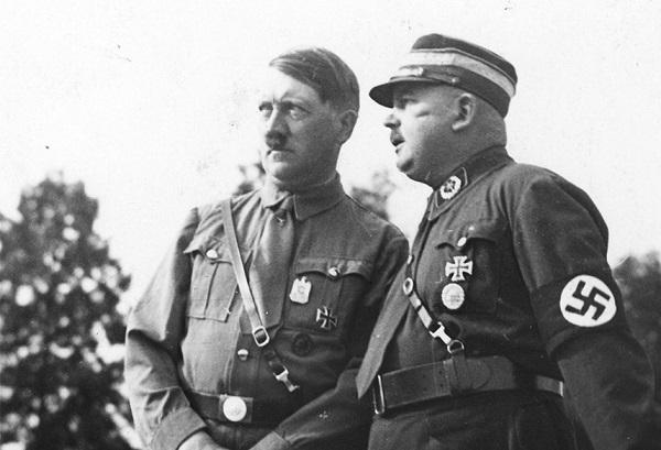 Адольф Гитлер и Эрнст Рем, 1933 год.