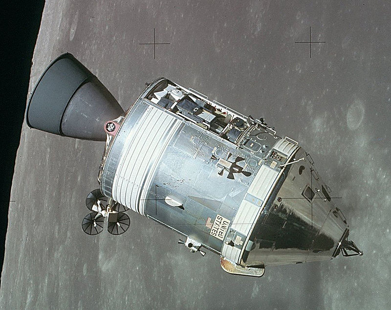 800px-Apollo_CSM_lunar_orbit1 (1).jpg