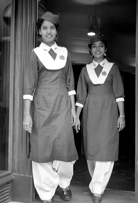 2834170B00000578-3062198-Pakistani_Air_Hostesses_seen_here_at_Pakistani_Airways_House_in_-a-84_1430483785591.jpg