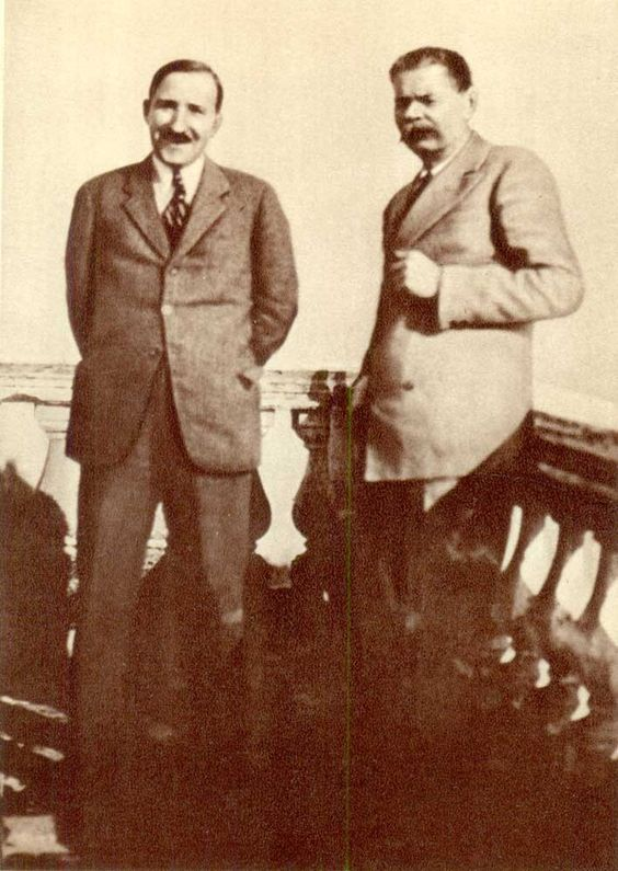 10 Stefan Zweig and Maxim Gorky Sorrento 1930..jpg