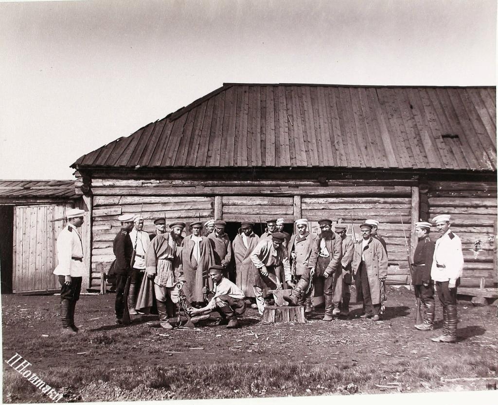Жители Сахалина в 1891 году.jpg