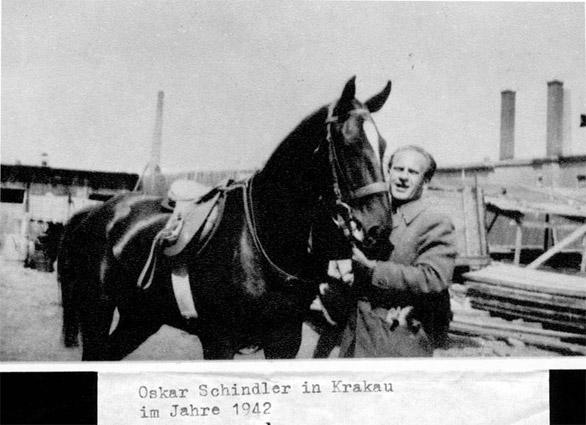 Оскар Шиндлер в Кракове, 1942 год.jpg