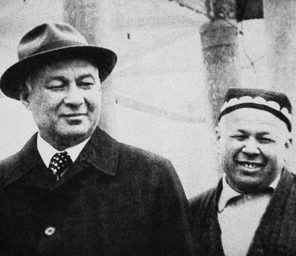 Шараф Рашидов и Ахмаджон Адылов (справа).jpg