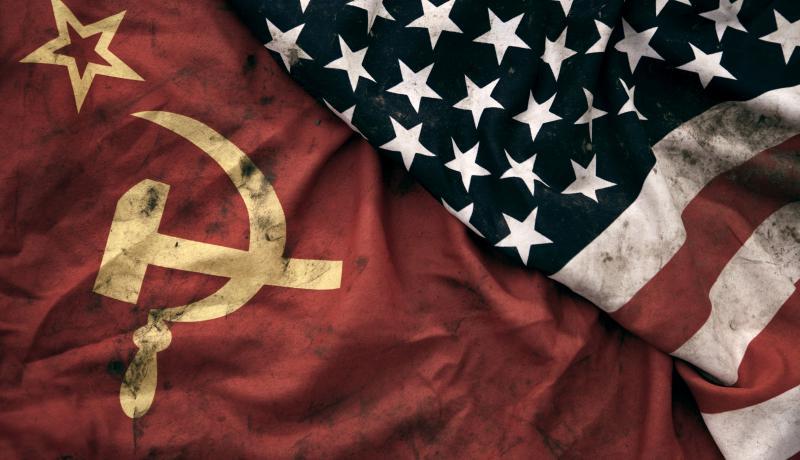 Флаги СССР и США.