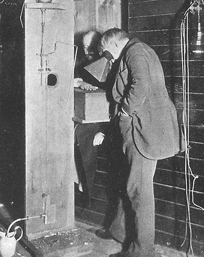 Эдисон и его ассистент.jpg