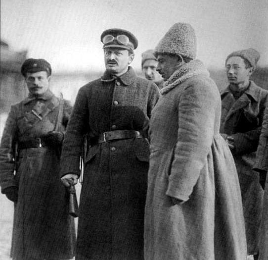 Л. Д. Троцкий в Петрограде, 1919.