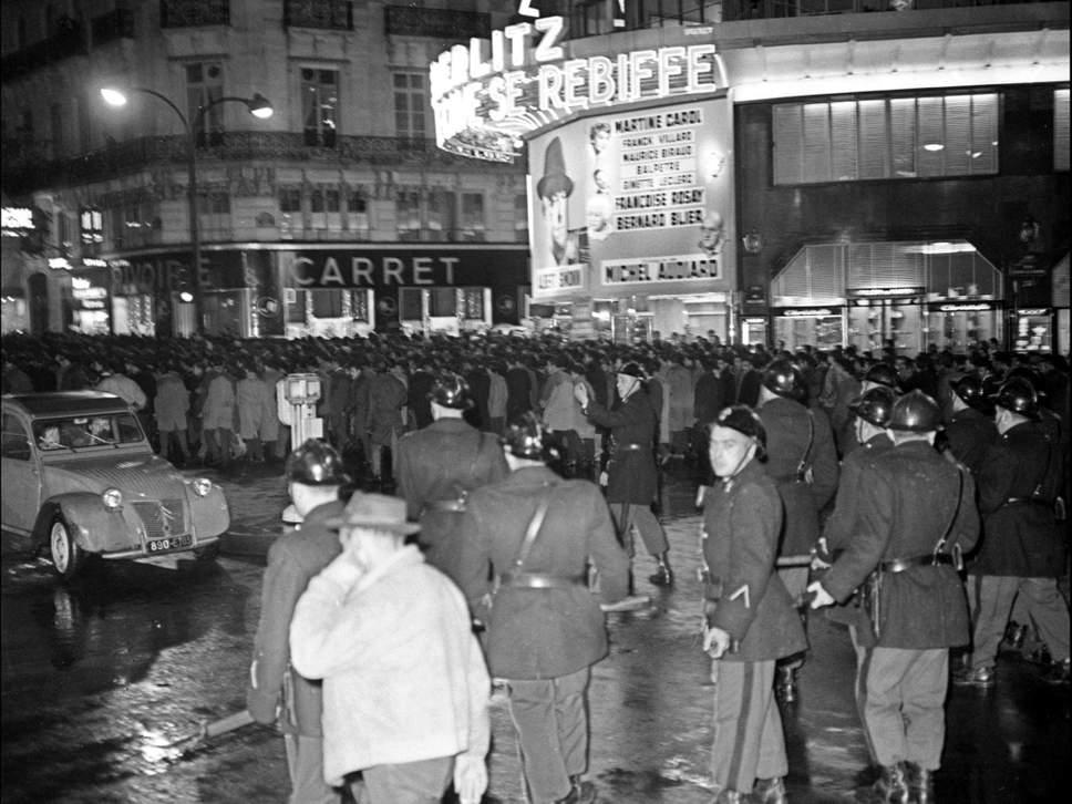 Митинг в Париже.