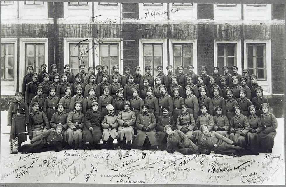 Юнкера у Александровского военного училища, 1917г.