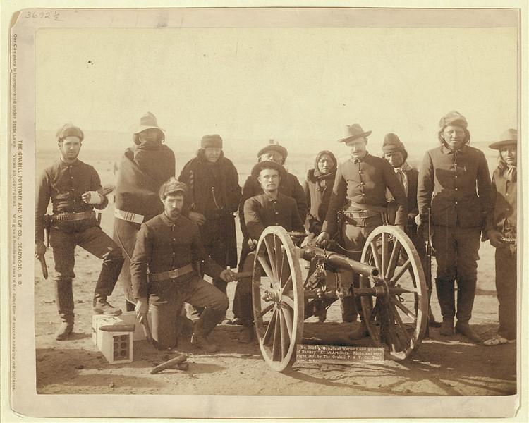 Американские офицеры и солдаты с&nbsp;союзными им&nbsp;индейцами. Пайн-Ридж, 1891. <br>