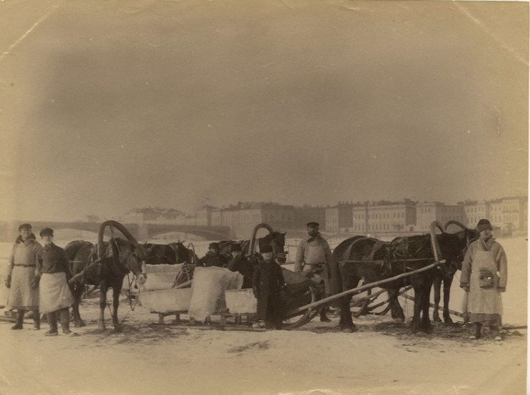 Добыча льда у Литейного моста, 1891−1900. <br>