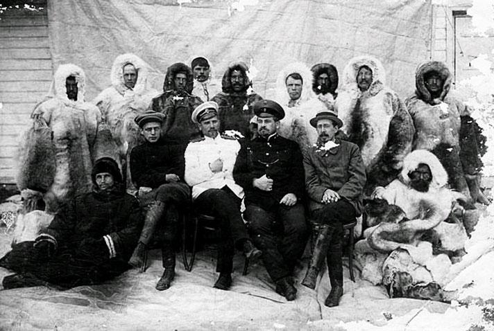 Во время подготовки к экспедиции на Северный полюс. Архангельск 1912 год.jpg