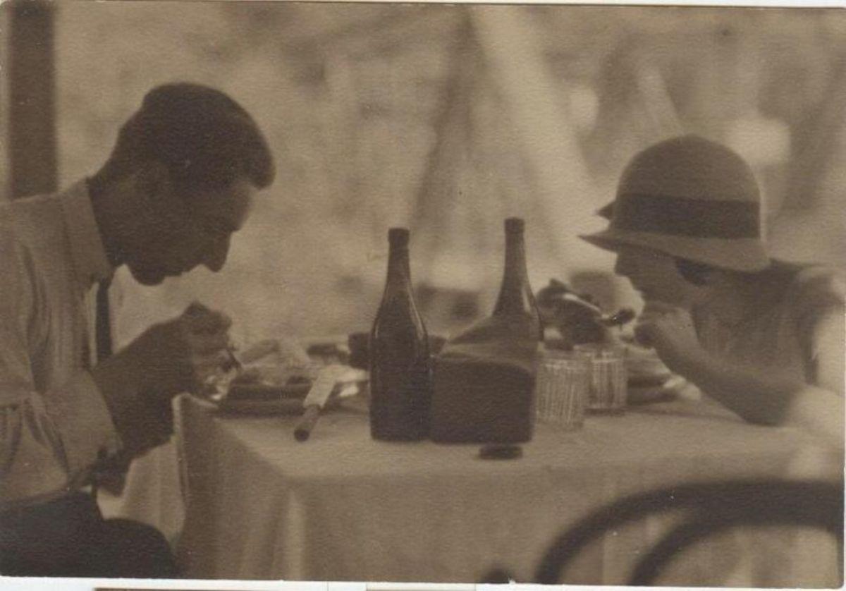 Пара обедает в ресторане, СССР, 1926.