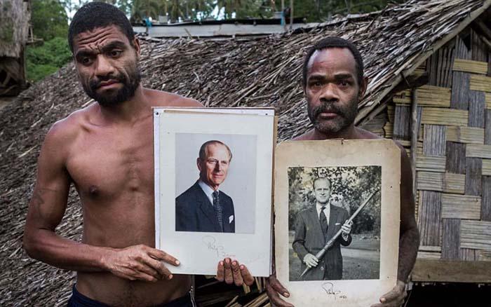 Жители острова Танна. <br>