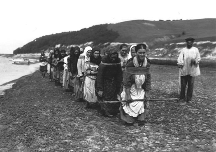 Женщины-бурлаки, 1900-е.