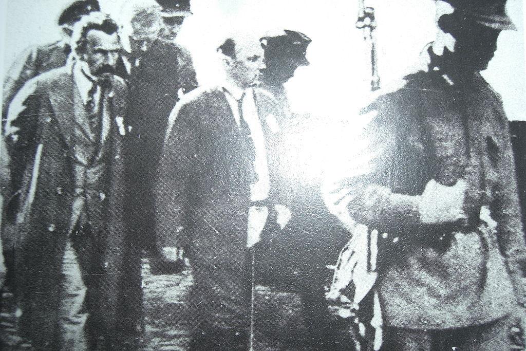 3. Рыков и Бухарин под конвоем.JPG