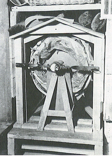 ФОТО 3 Как хранили картину во время войны.jpg