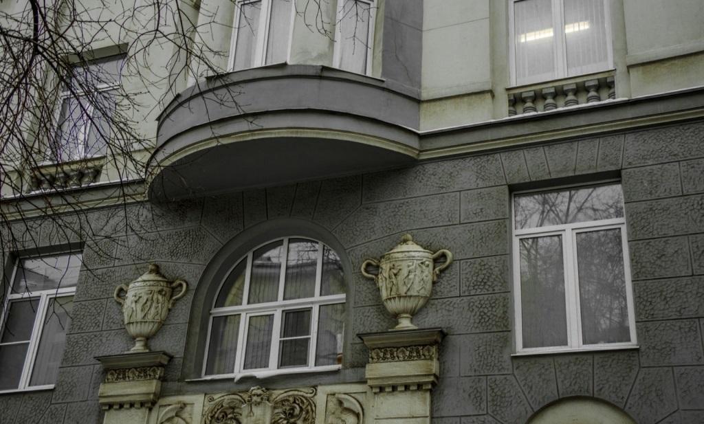 Дом в Хлебном переулке, где жил ибыл арестован Локхарт. <br>