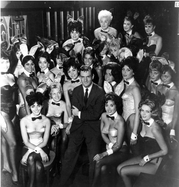 Хью Хефнер в окружении девушек. <br>