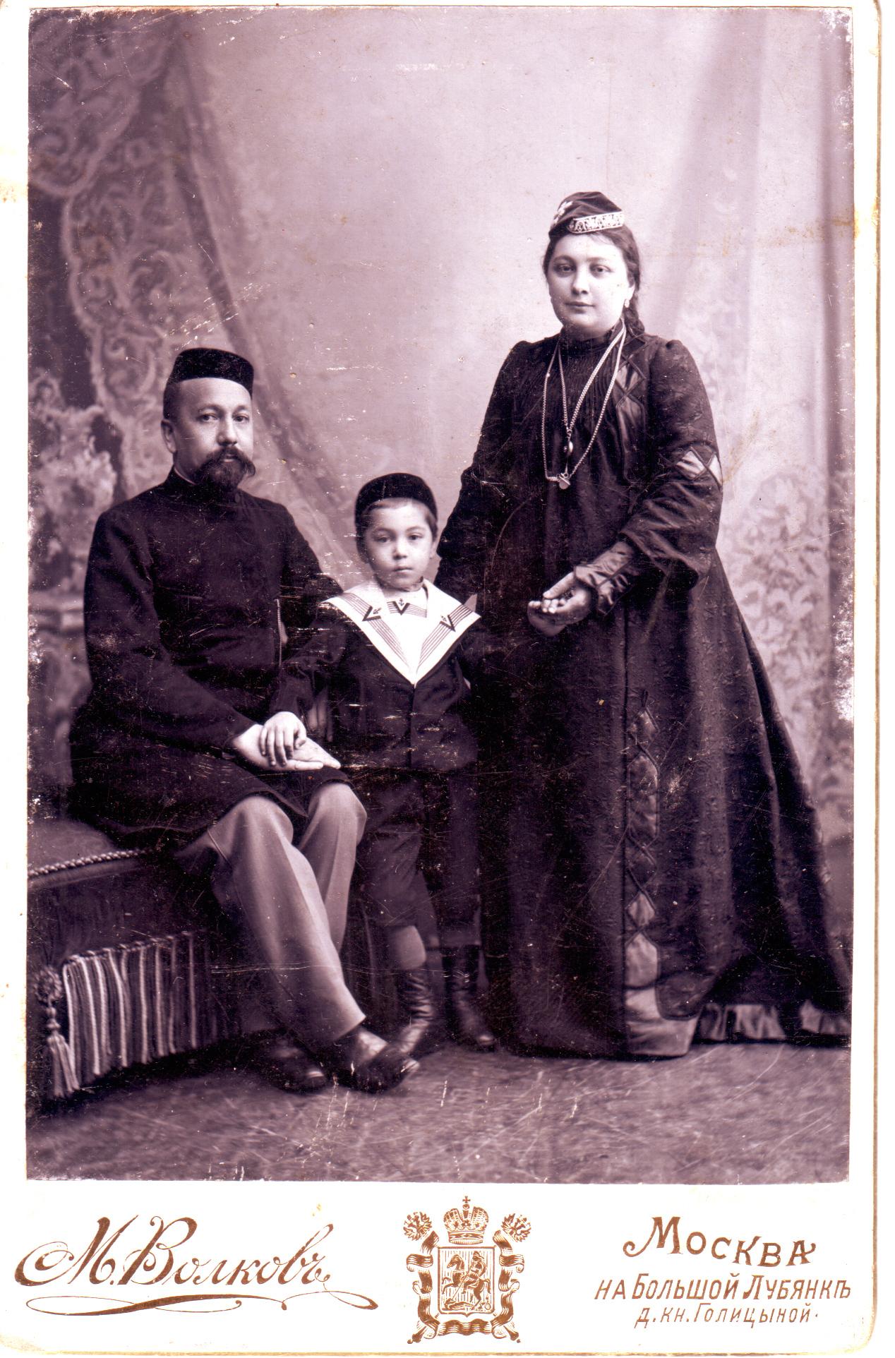 Ахмед и Хадича Кастровы и их сын Хасан.