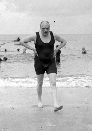 Черчилль в купальном костюме