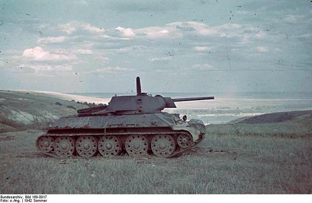 Подбитый Т-34, июнь 1942 года.